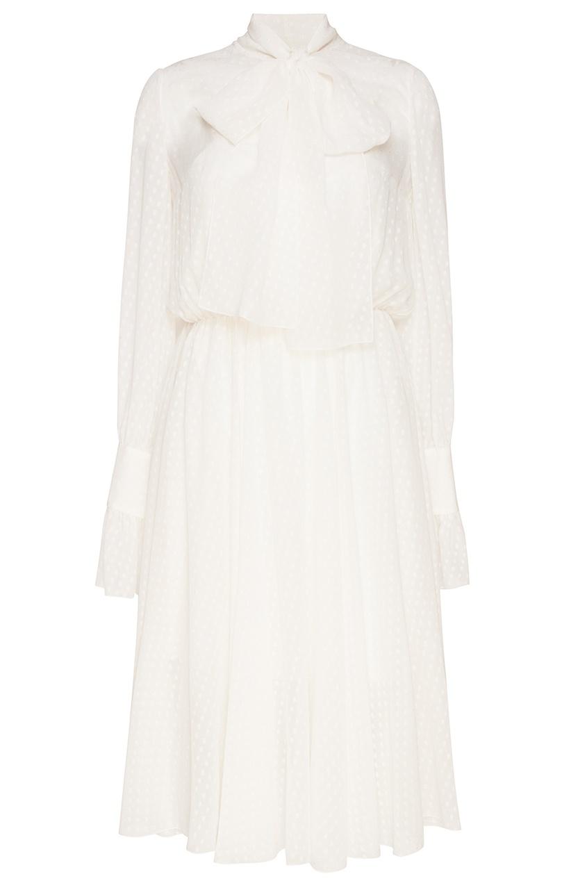 Белое платье из вышитого шелка