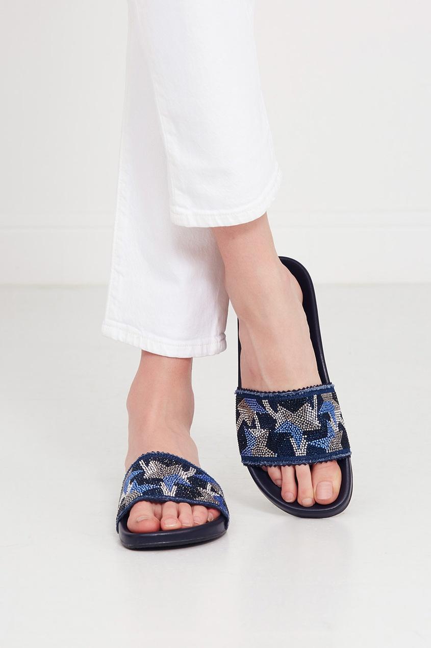 Фото 2 - Синие сандалии со звездами от Lola Cruz синего цвета