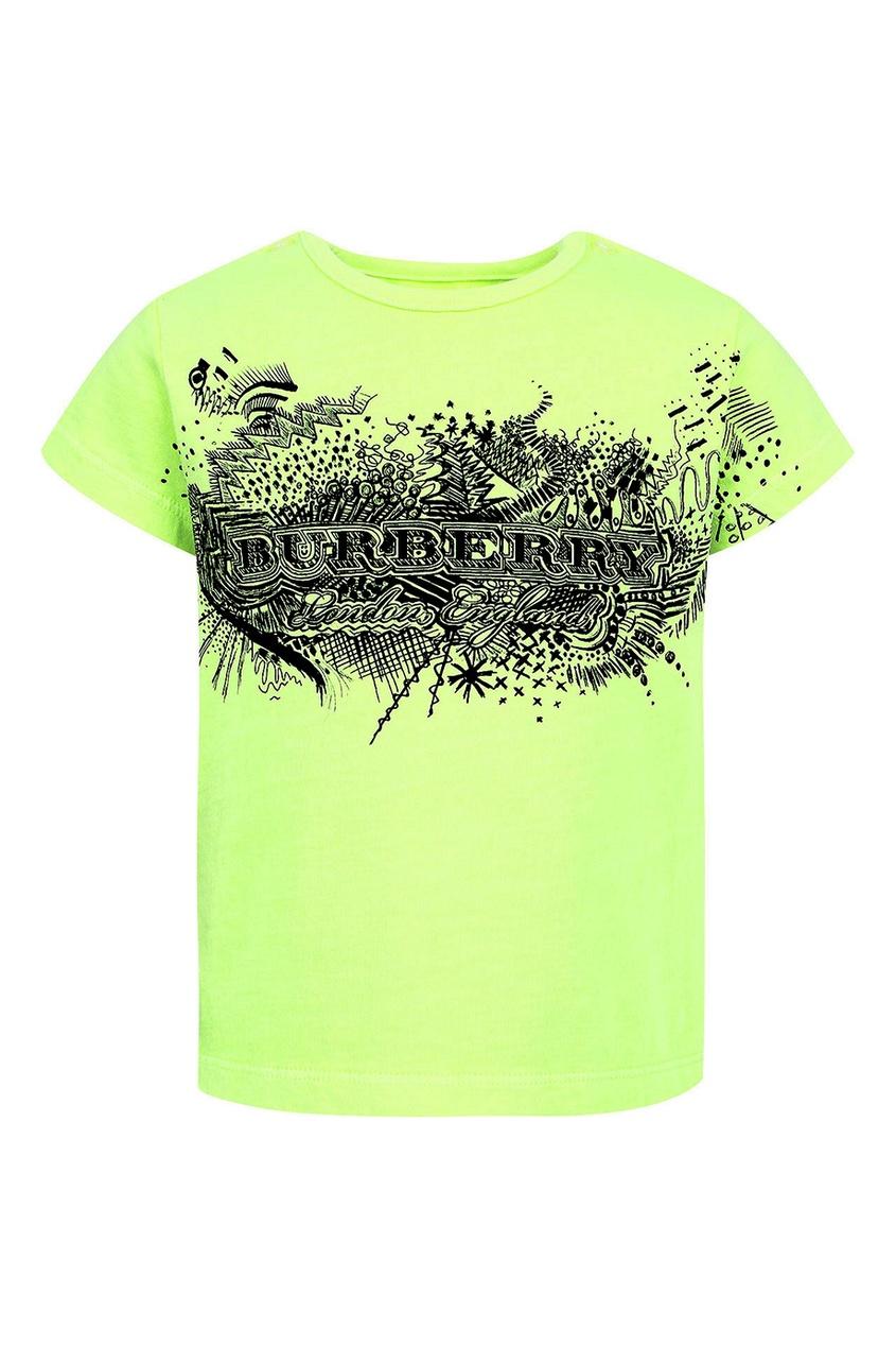 Зеленая футболка с черным принтом