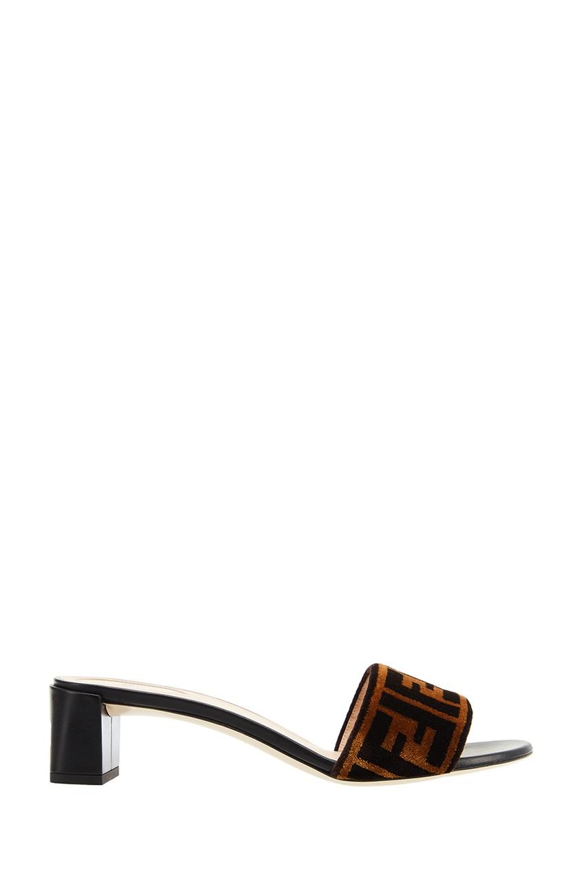 Бархатные босоножки с монограммами от Fendi