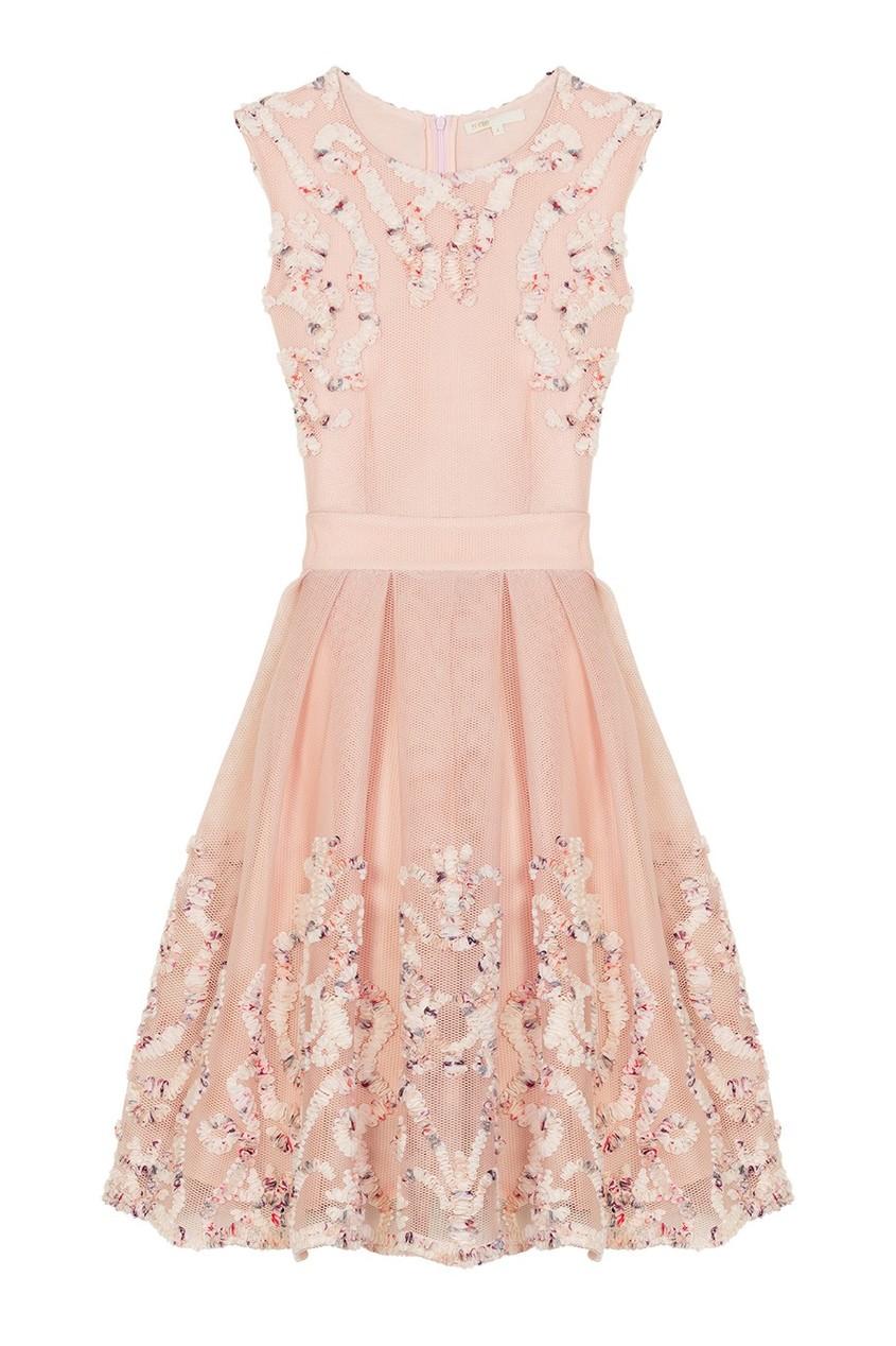 Розовое платье с рельефной аппликацией