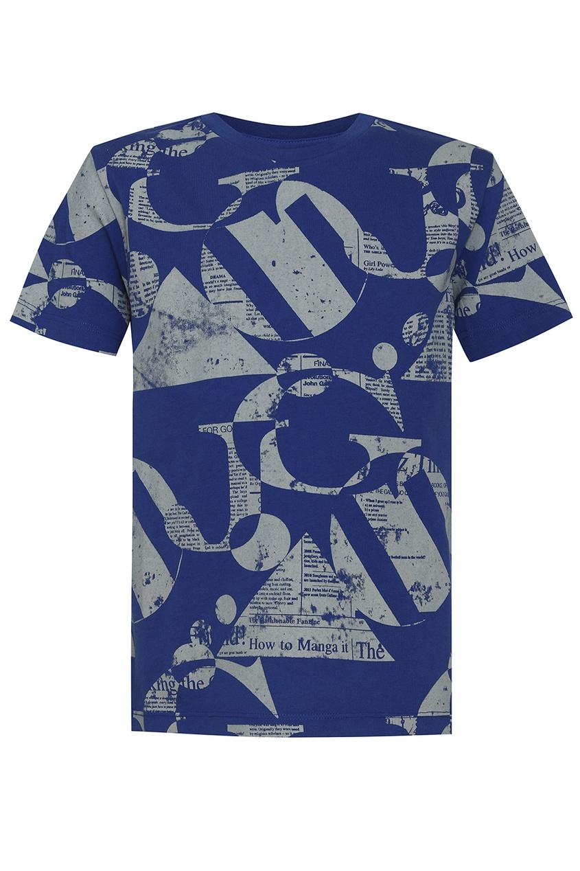 Синяя футболка с газетным принтом
