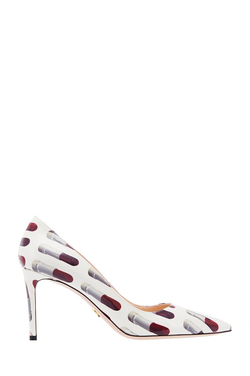 Белые лакированные туфли с принтом PRADA