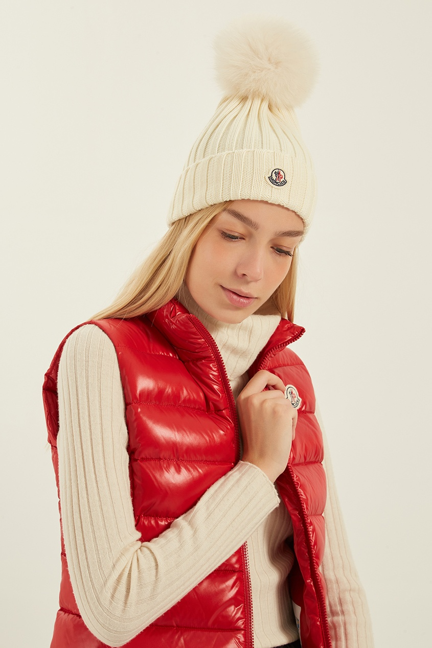 женская шапка moncler, белая