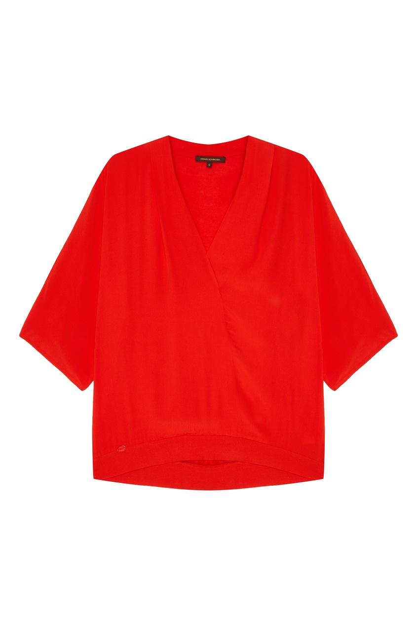 Фото #1: Красная блузка с V-вырезом
