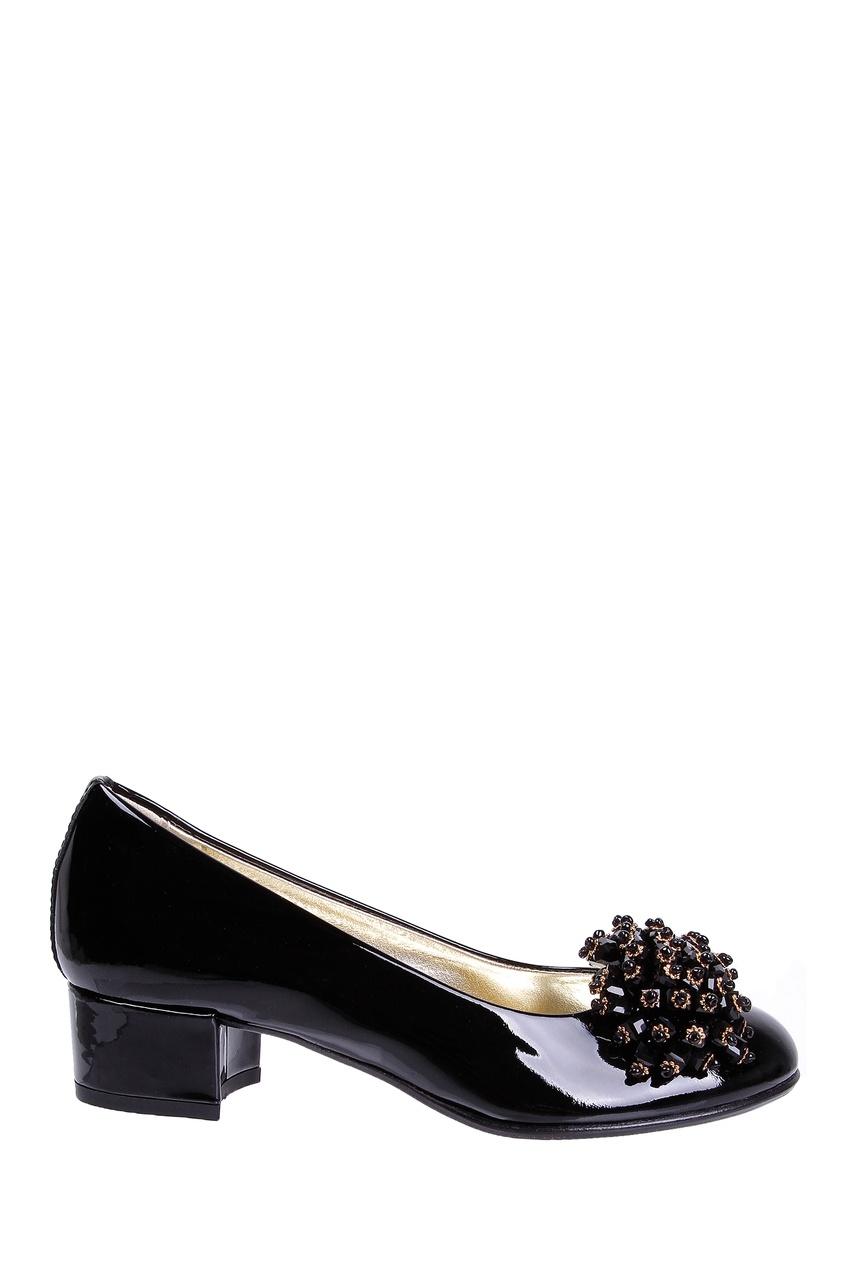 Черные лакированные туфли с аппликацией