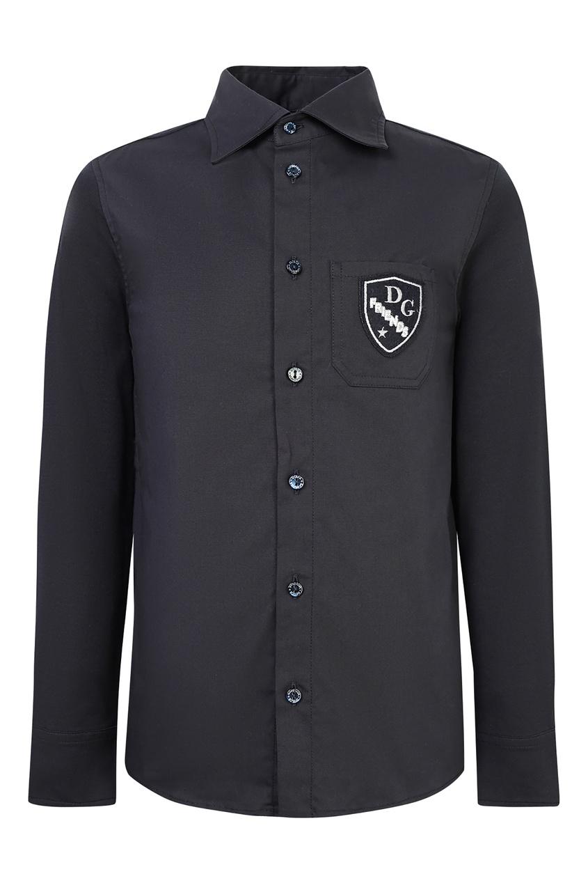 Черная рубашка с нашивкой