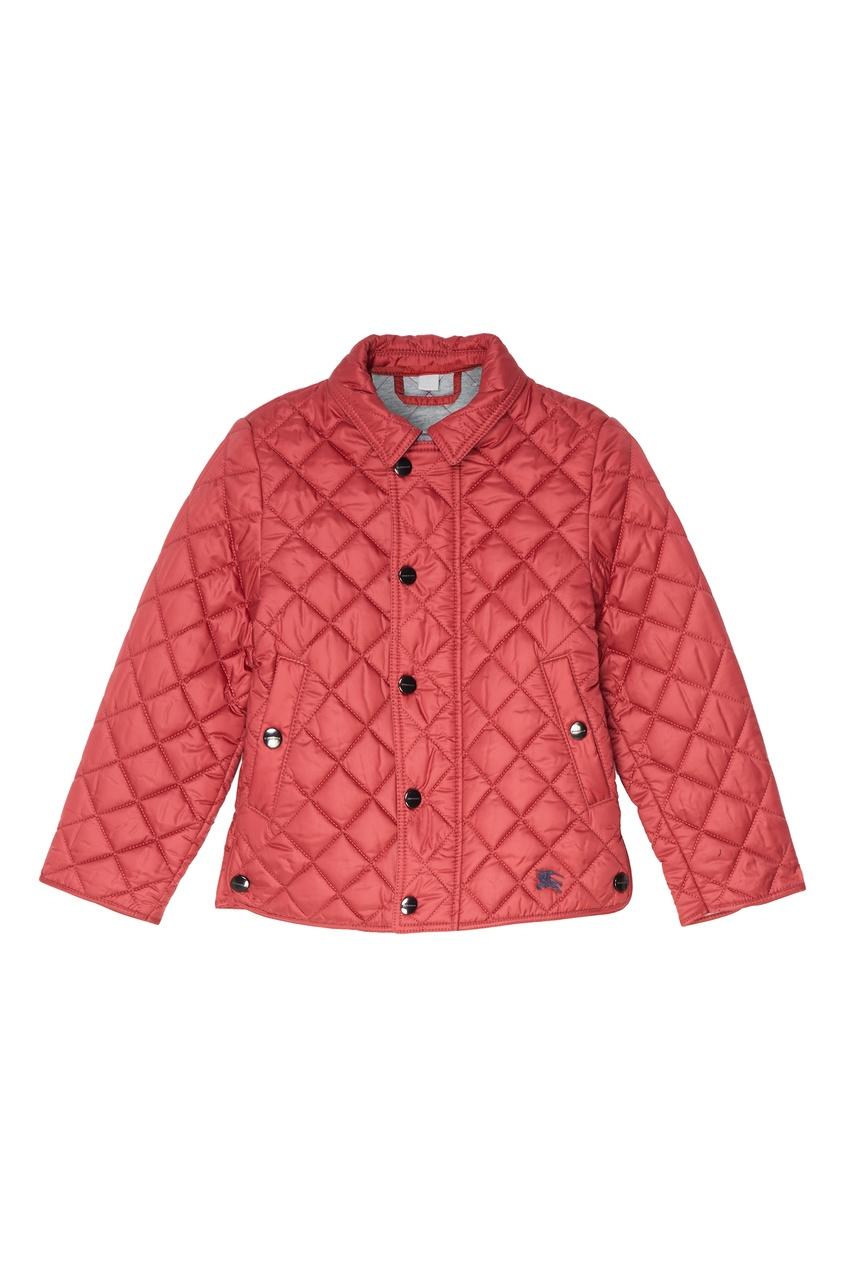 Фото #1: Красная стеганая куртка
