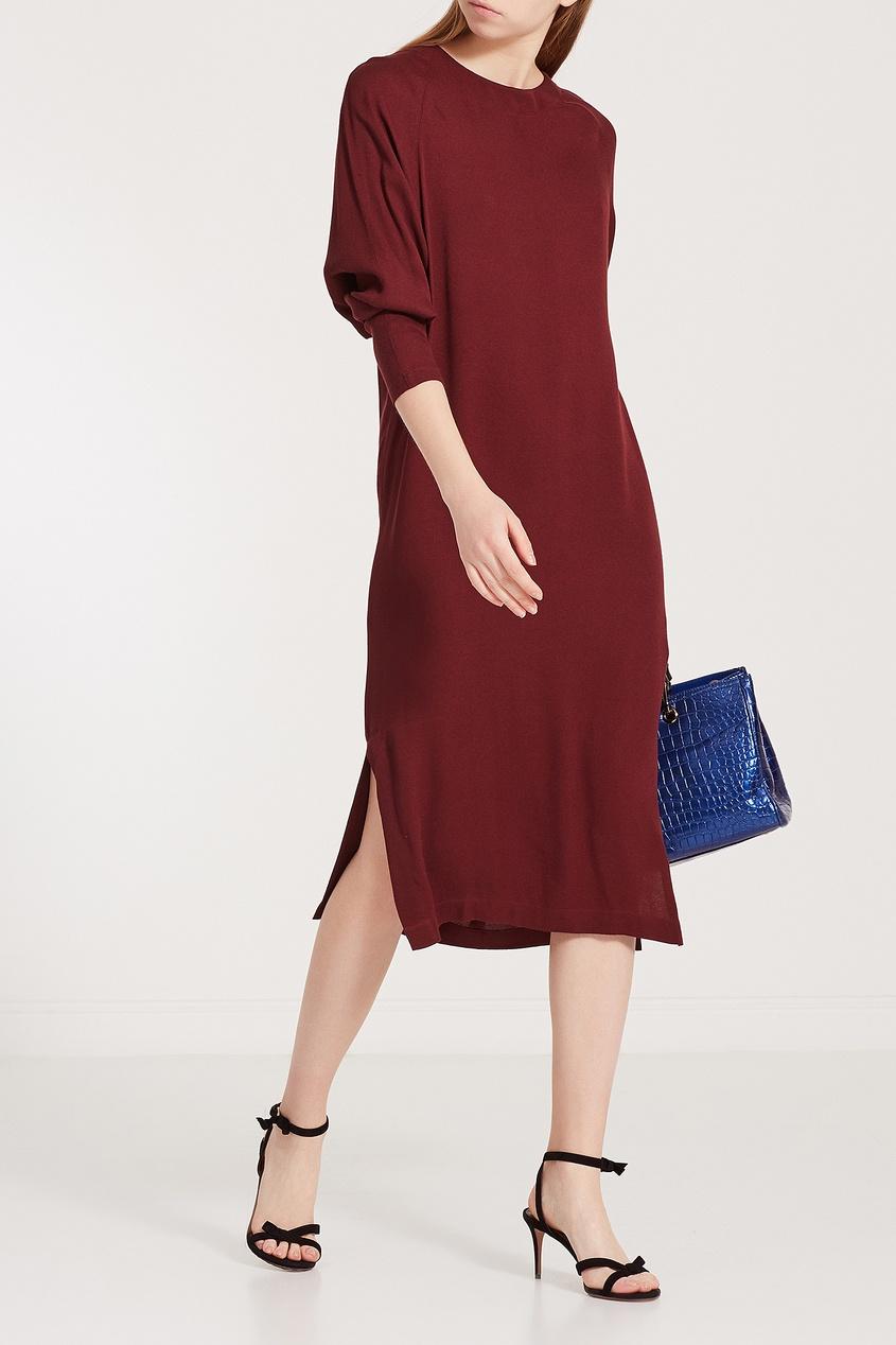 Бордовое платье с поясом.