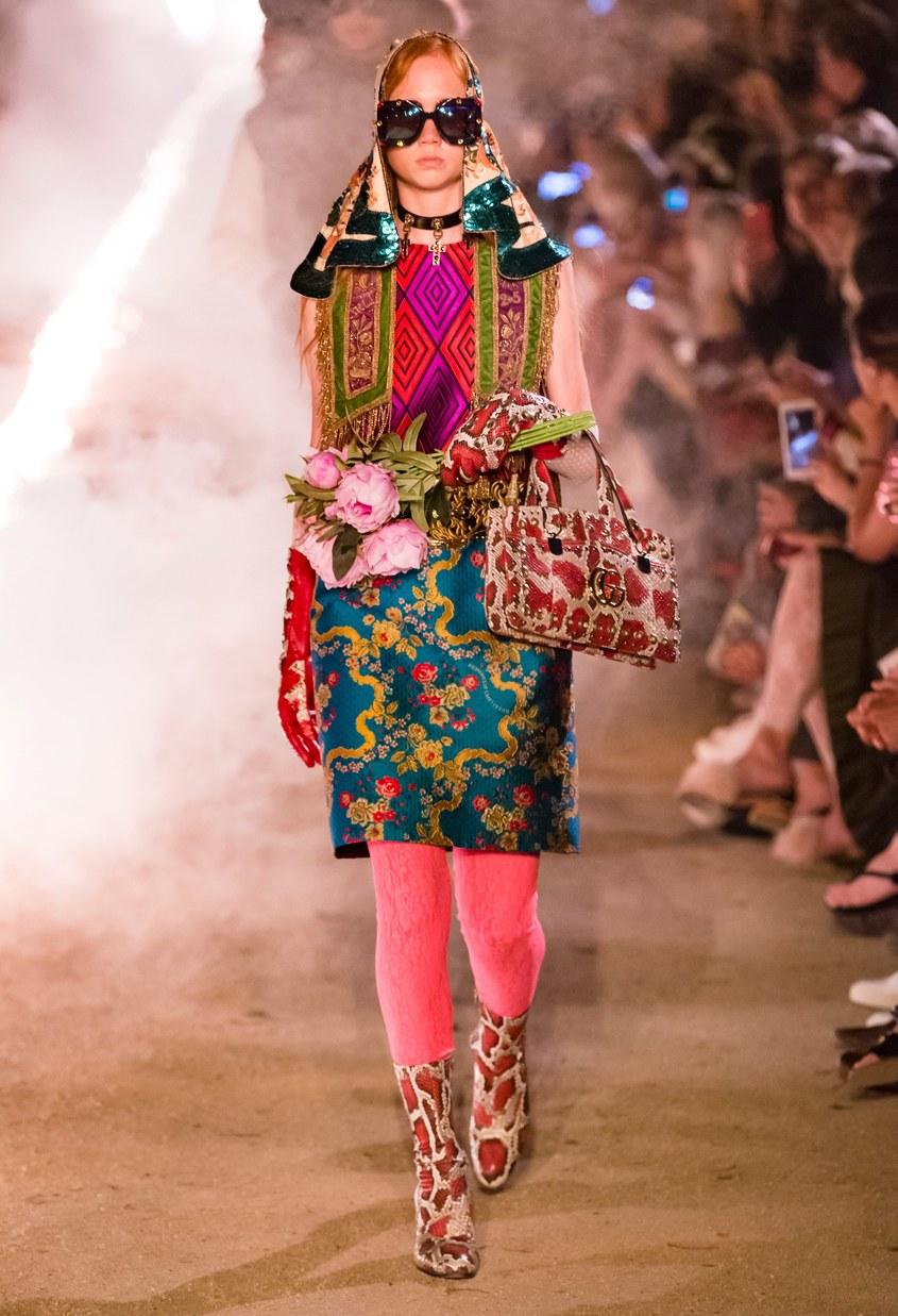 Фото 2 - Розовые кружевные колготки от Gucci розового цвета