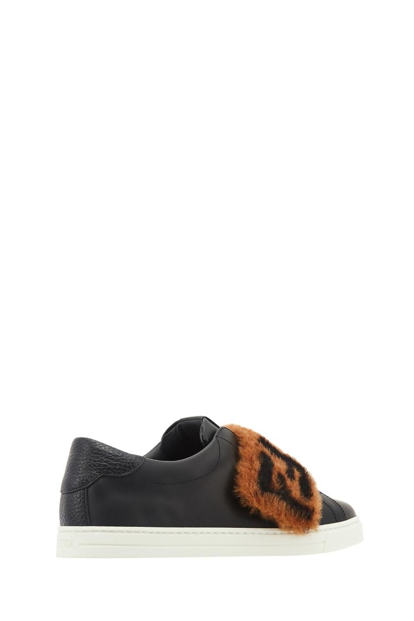 Фото 4 - Черные кожаные слипоны с меховой отделкой от Fendi черного цвета