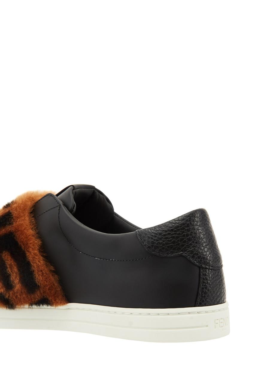 Фото 5 - Черные кожаные слипоны с меховой отделкой от Fendi черного цвета