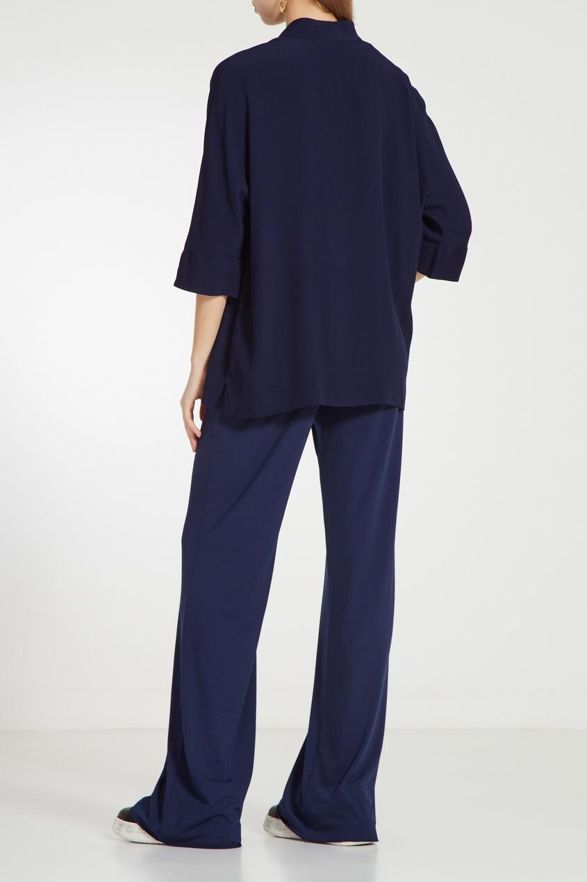 Фото 2 - Синяя блузка с укороченными рукавами синего цвета