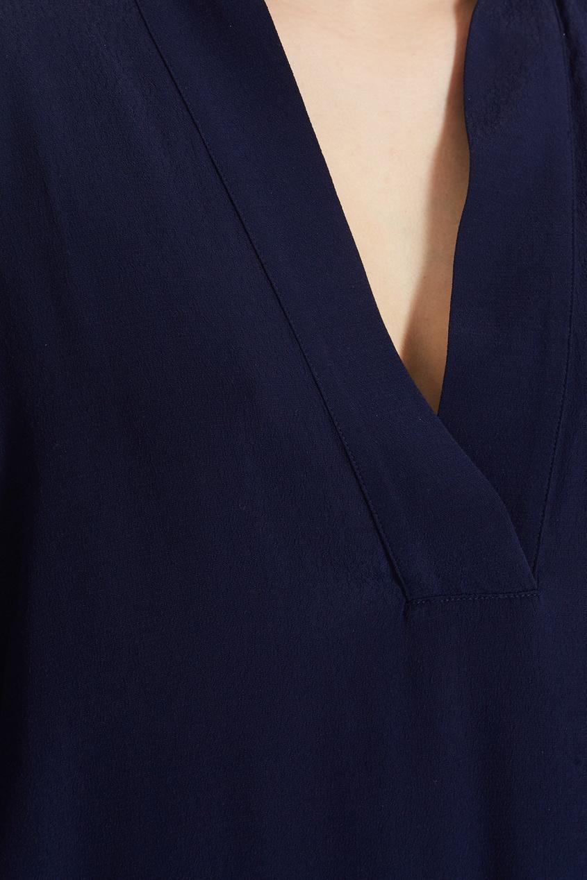 Фото 5 - Синяя блузка с укороченными рукавами синего цвета