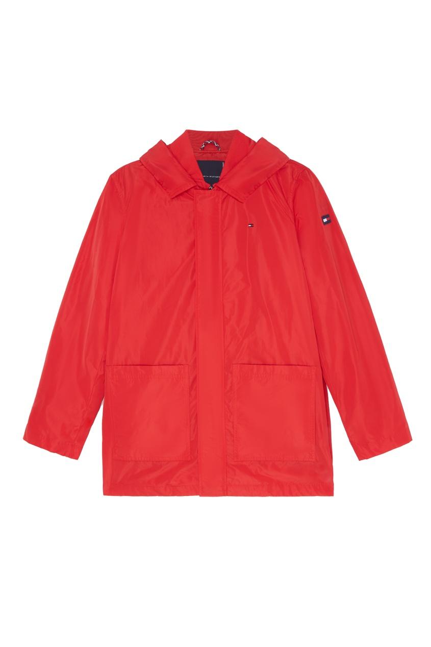 Красная куртка с капюшоном