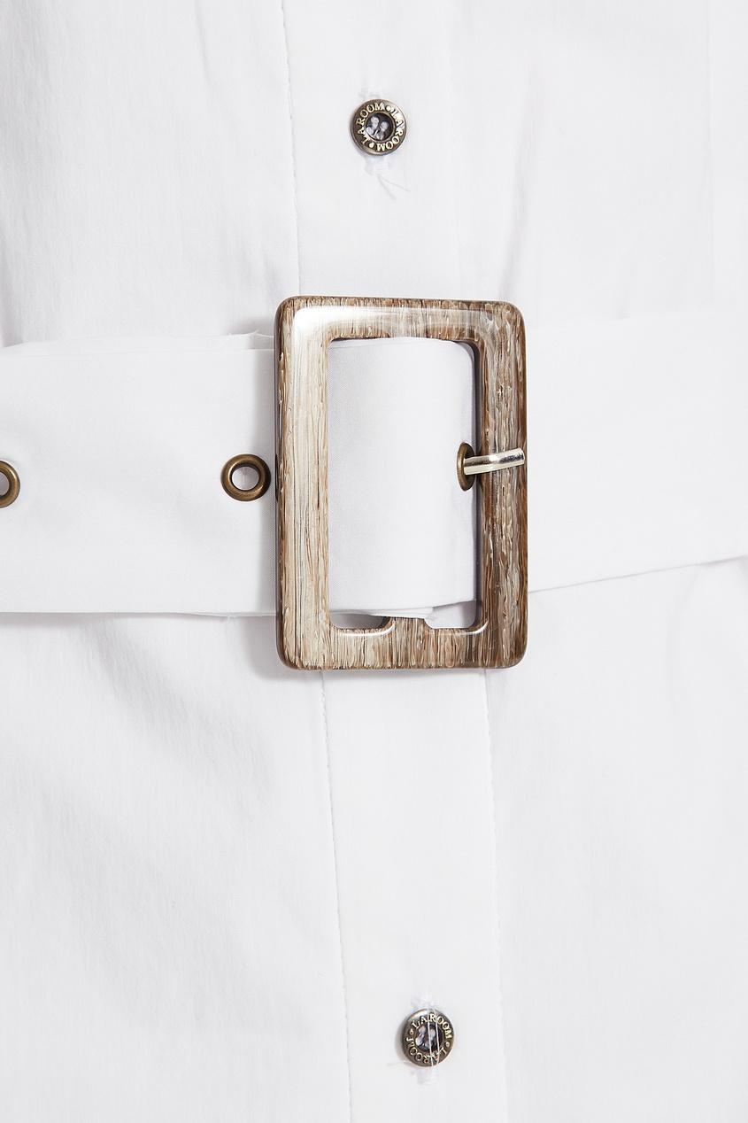 Фото 3 - Платье-рубашка с поясом белого цвета