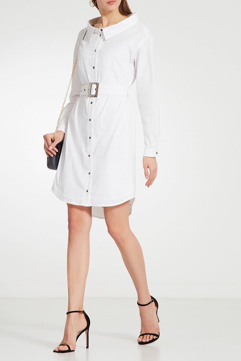 Фото 4 - Платье-рубашка с поясом белого цвета