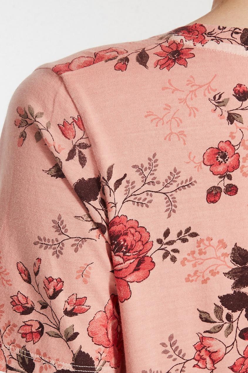 Фото 2 - Розовая цветочная футболка от Maje цвет multicolor