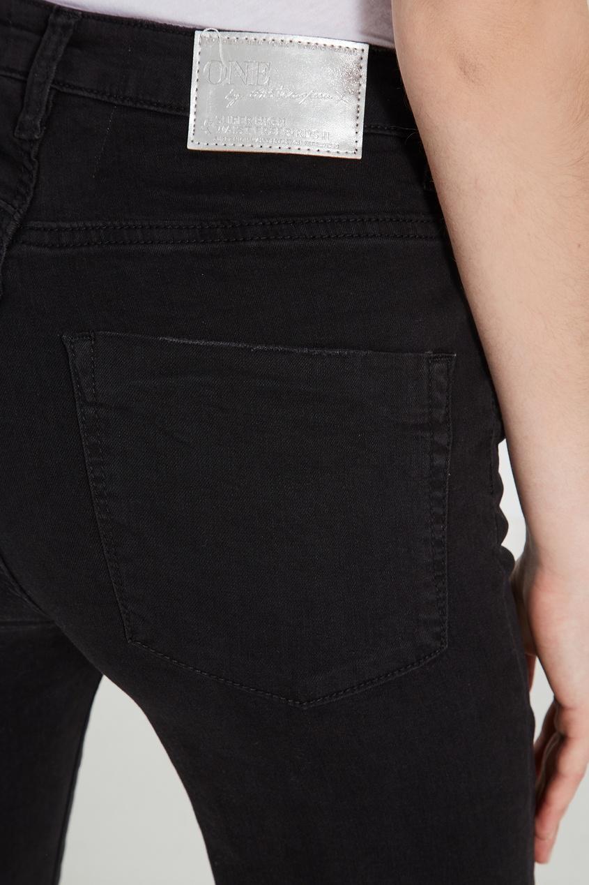 Фото 4 - Черные джинсы средней посадки от One Teaspoon черного цвета