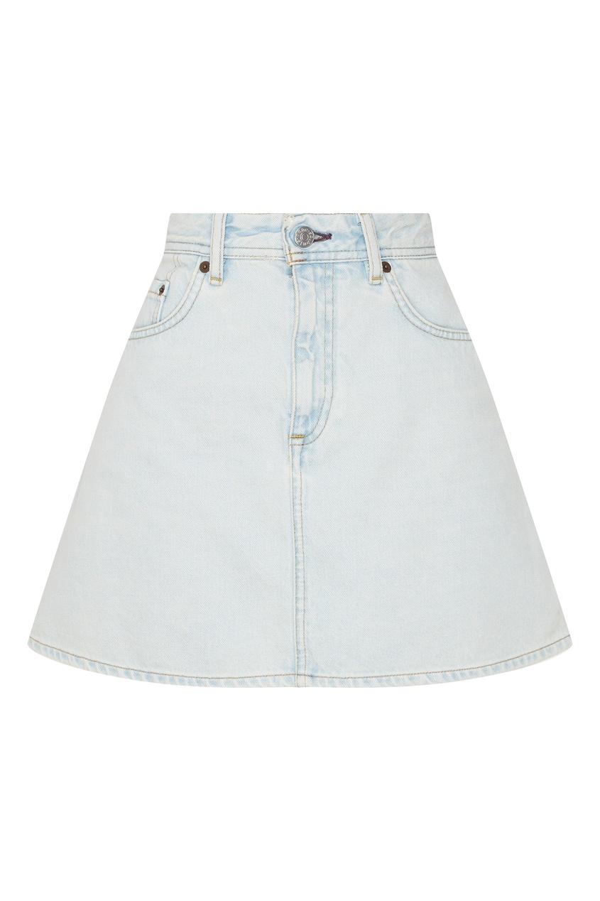 Фото - Светло-голубая джинсовая мини-юбка от Acne Studios голубого цвета