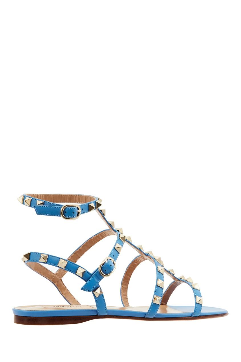 Фото 4 - Голубые сандалии Valentino Garavani Rockstud голубого цвета