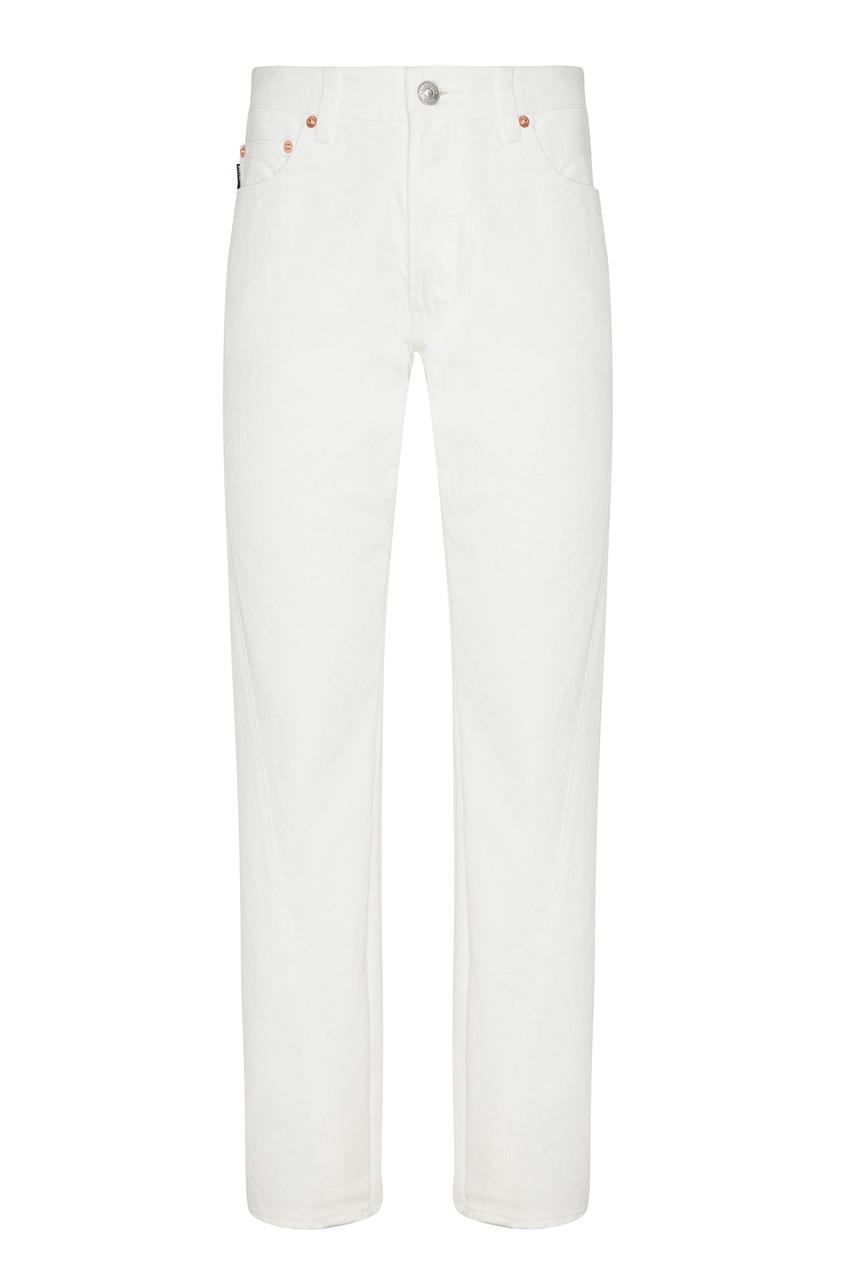 Фото - Белые джинсы с заклепками от Balenciaga белого цвета