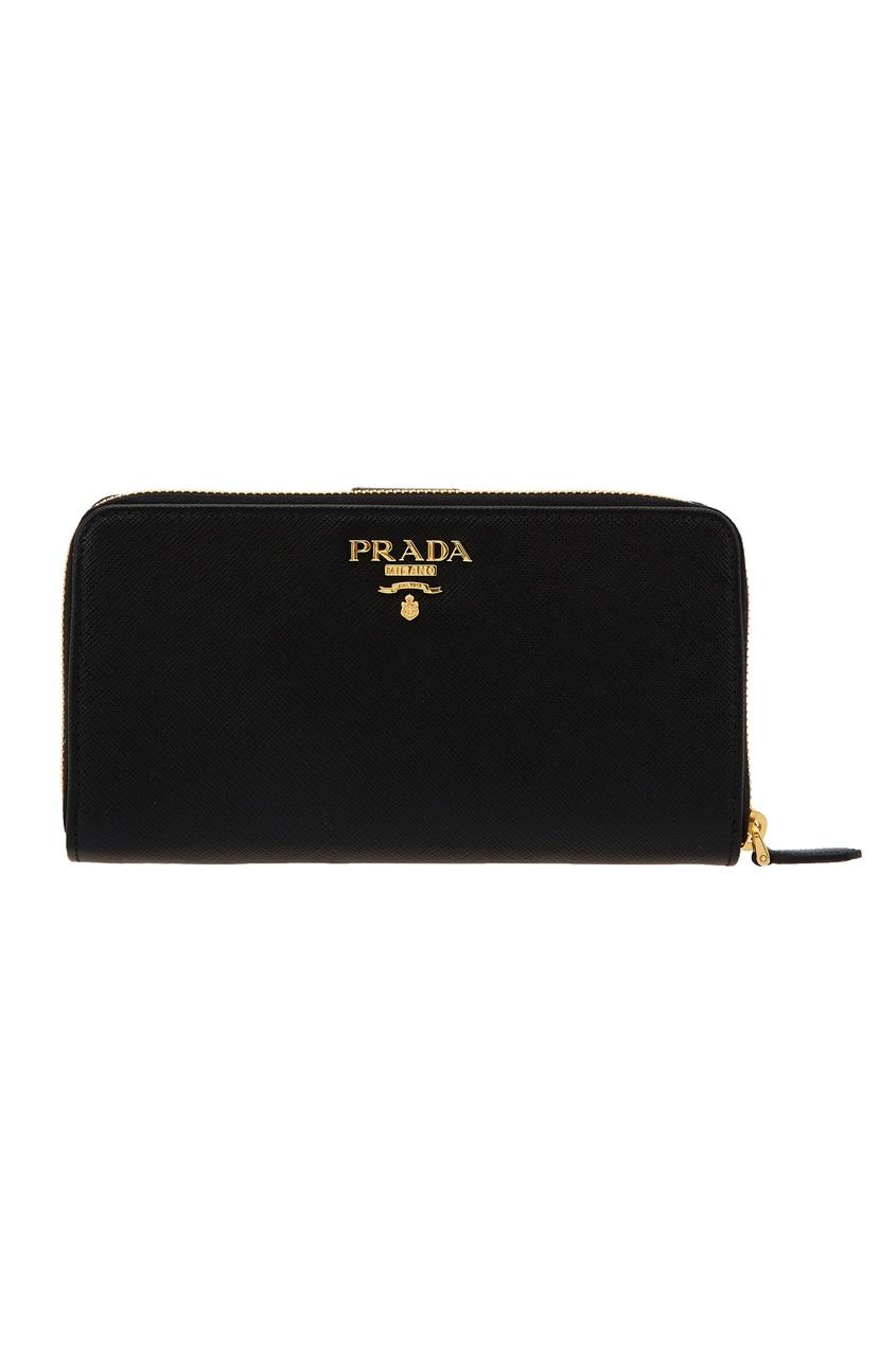 Фото - Черный кожаный кошелек большого размера от Prada черного цвета