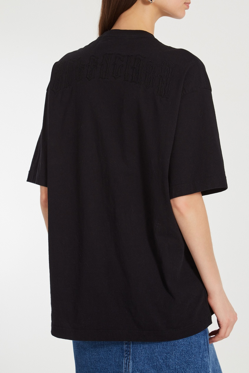 Фото 4 - Однотонная черная футболка оверсайз от Balenciaga черного цвета