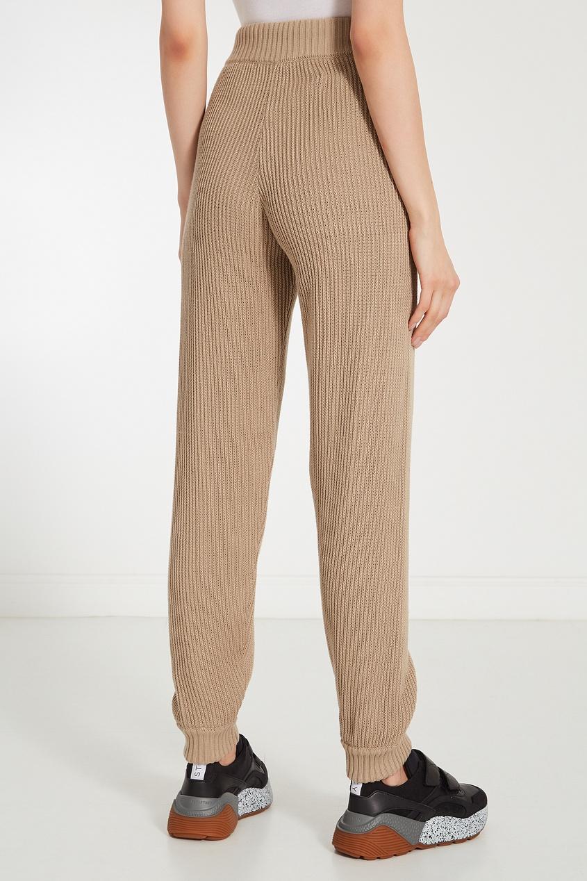 Фото 5 - Бежевые трикотажные брюки бежевого цвета
