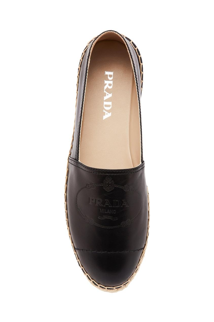Фото 5 - Черные кожаные эспадрильи с логотипом от Prada черного цвета