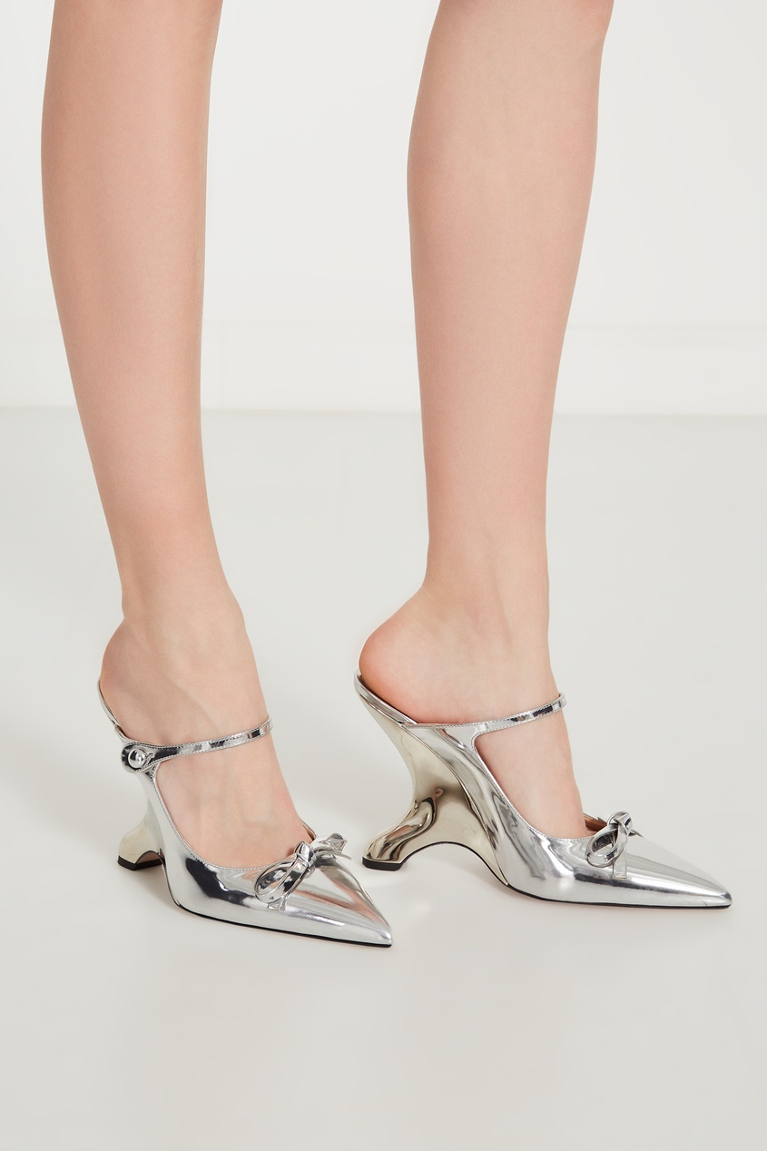 Фото 2 - Зеркальные слингбэки с фигурным каблуком от Prada серебрянного цвета
