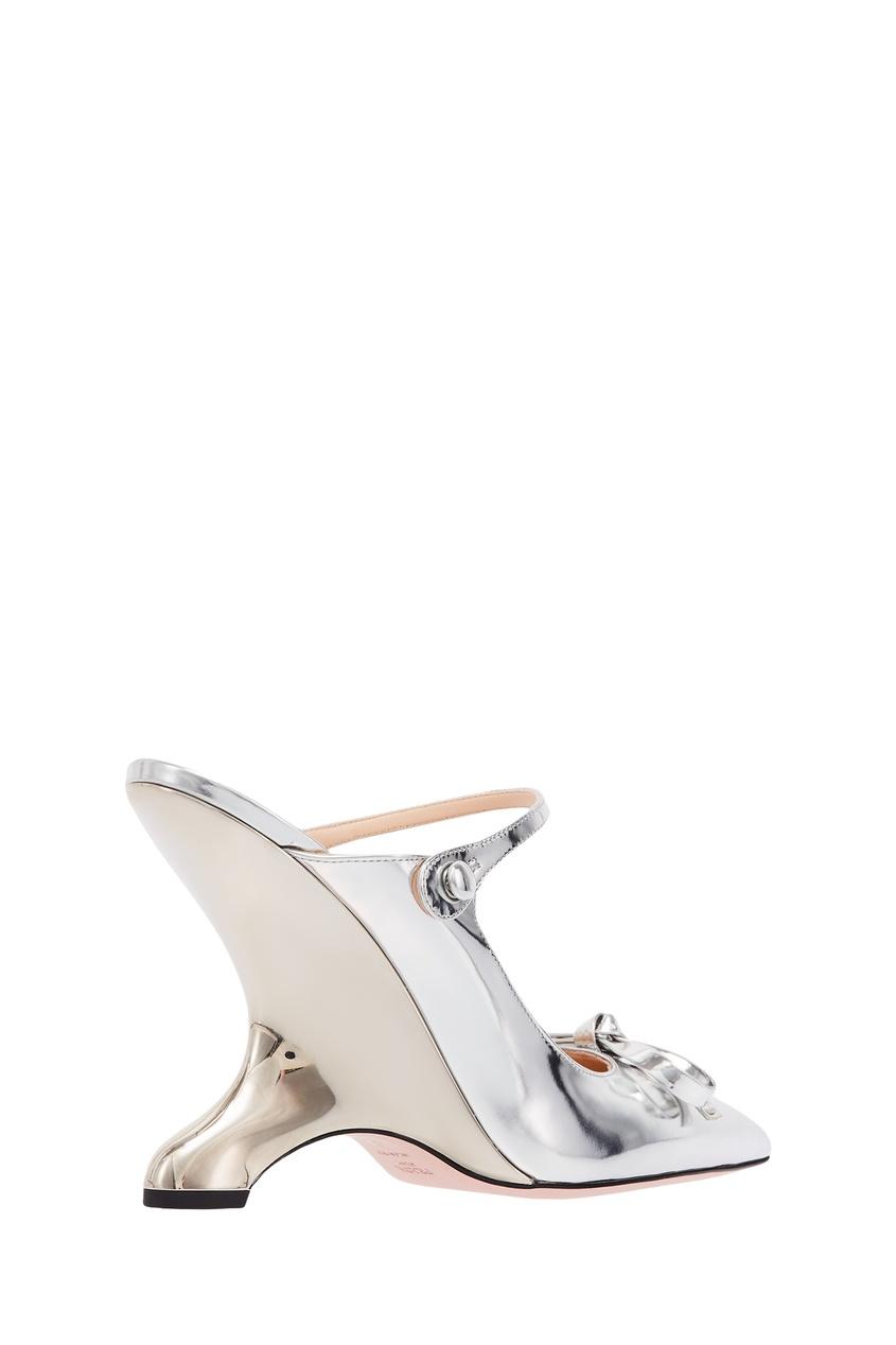 Фото 3 - Зеркальные слингбэки с фигурным каблуком от Prada серебрянного цвета