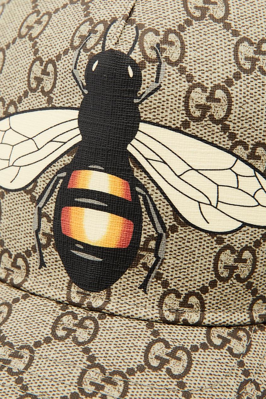 Фото 5 - Бейсболка GG Supreme с пчелой от Gucci бежевого цвета
