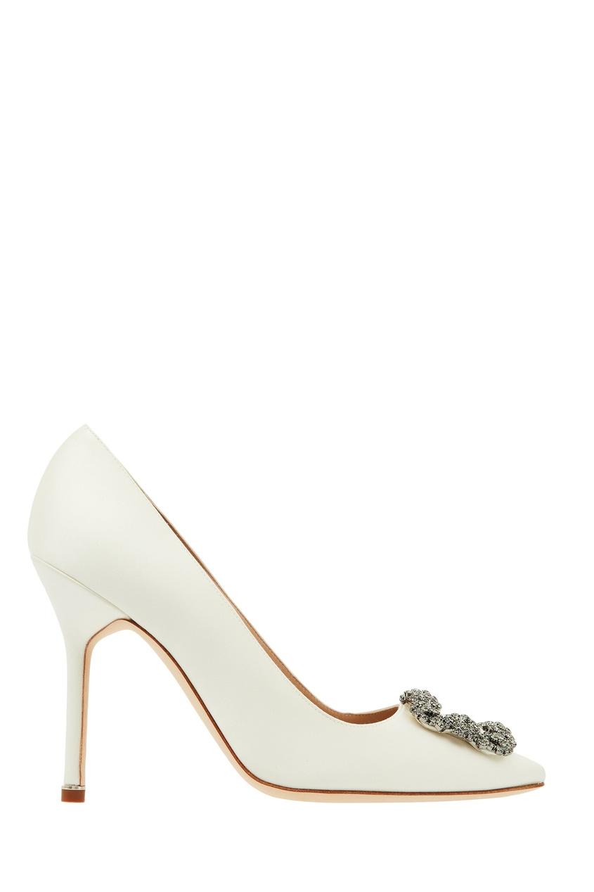 Купить Белые туфли Hangisi с пряжкой от Manolo Blahnik бежевого цвета