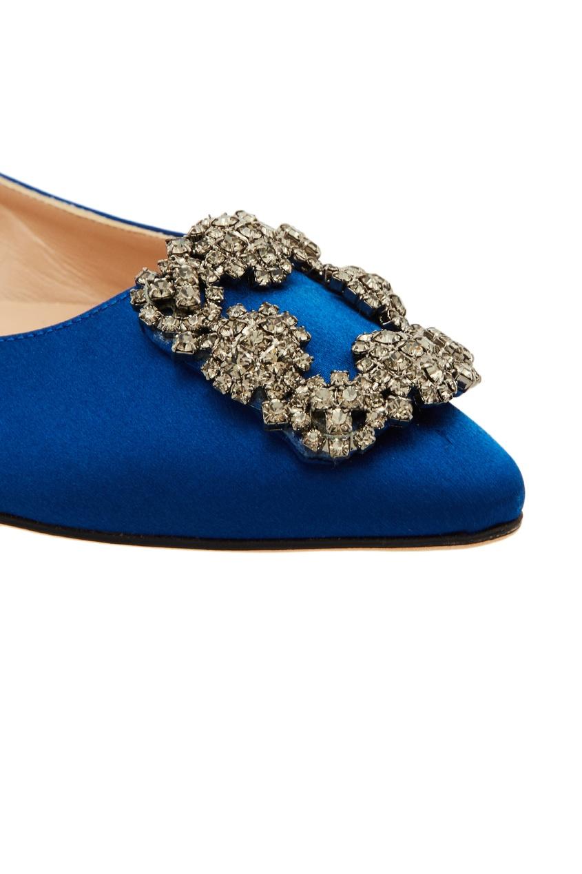Фото 6 - Синие туфли Hangisiflat с отделкой от Manolo Blahnik синего цвета