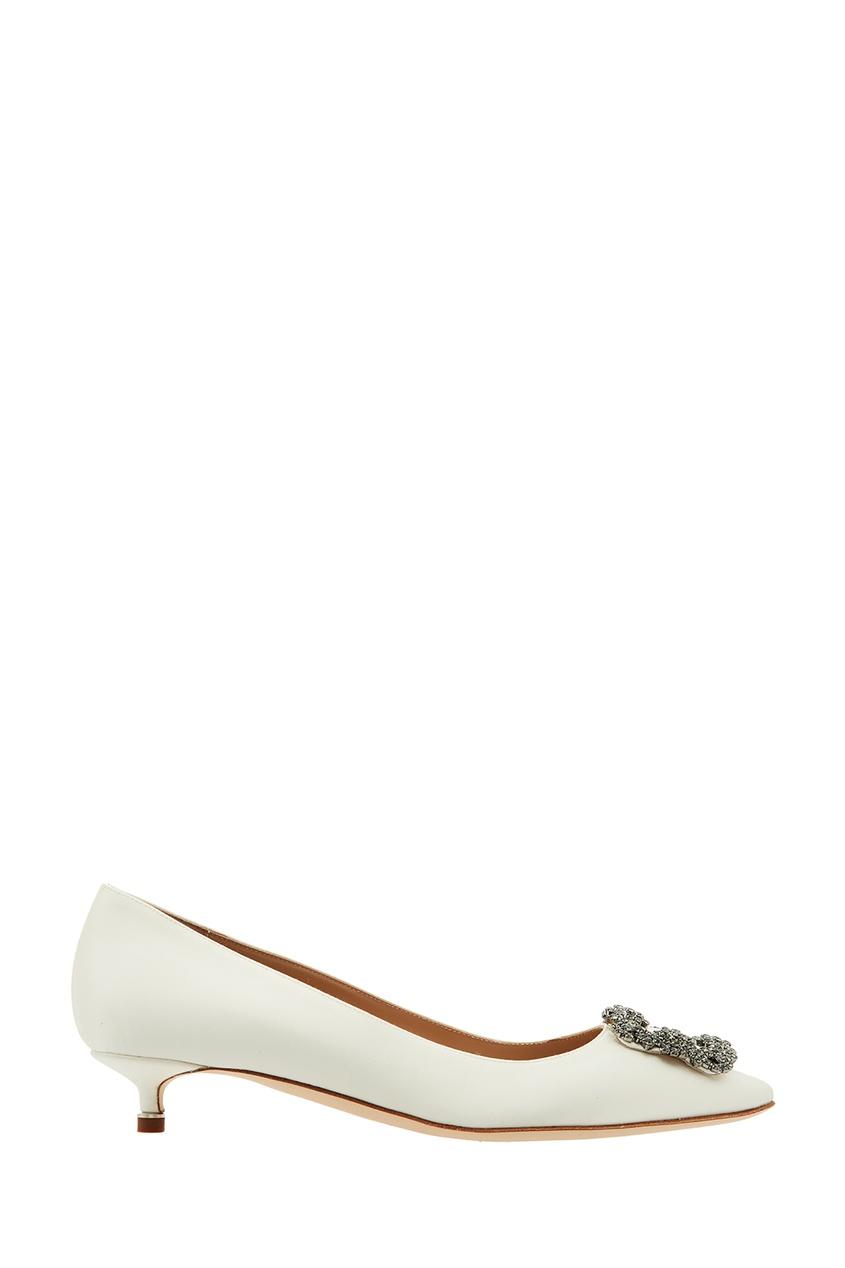 Купить Белые туфли Hangisi с отделкой от Manolo Blahnik бежевого цвета