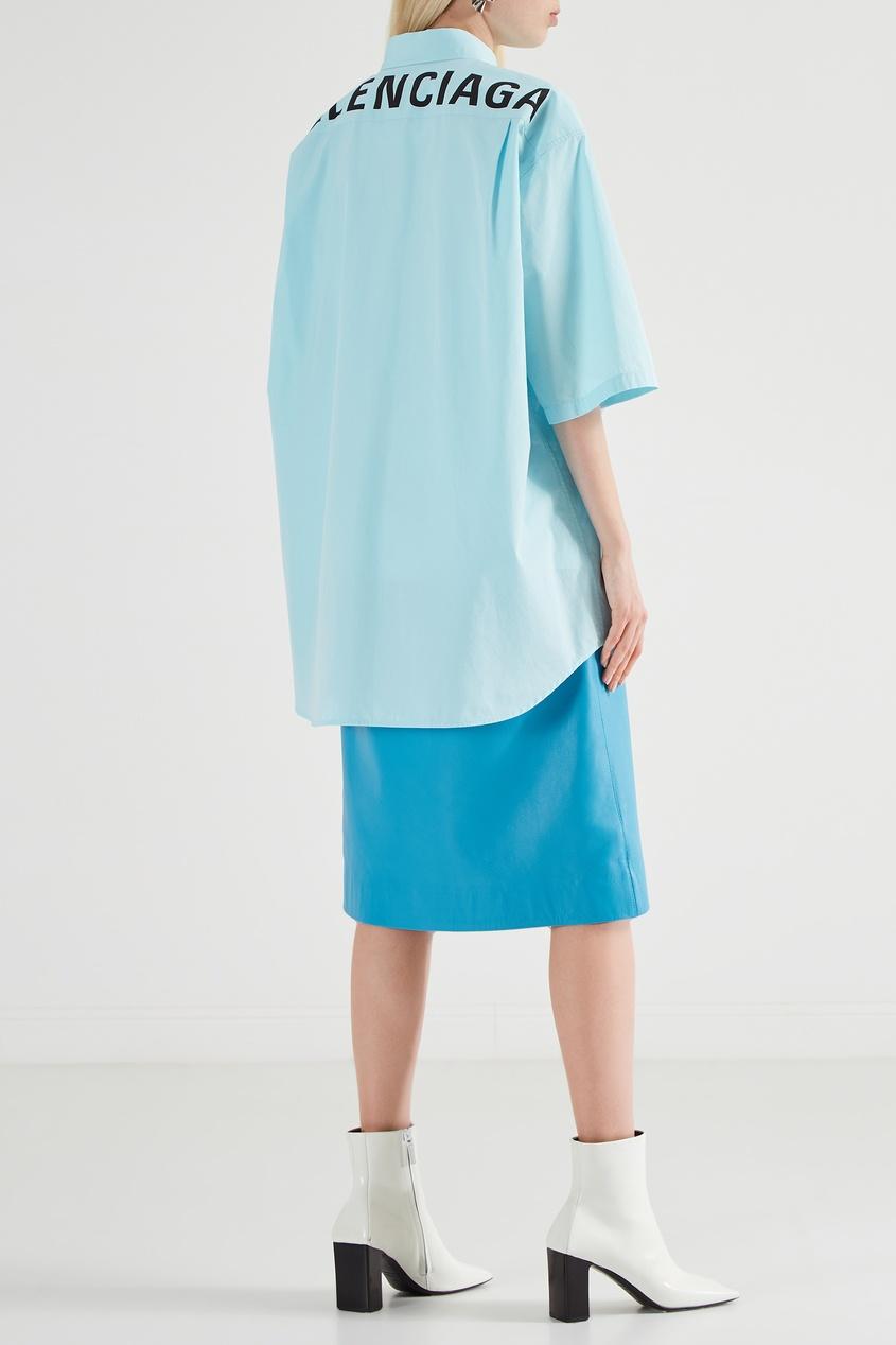 Фото 5 - Светло-бирюзовая рубашка с логотипом от Balenciaga голубого цвета