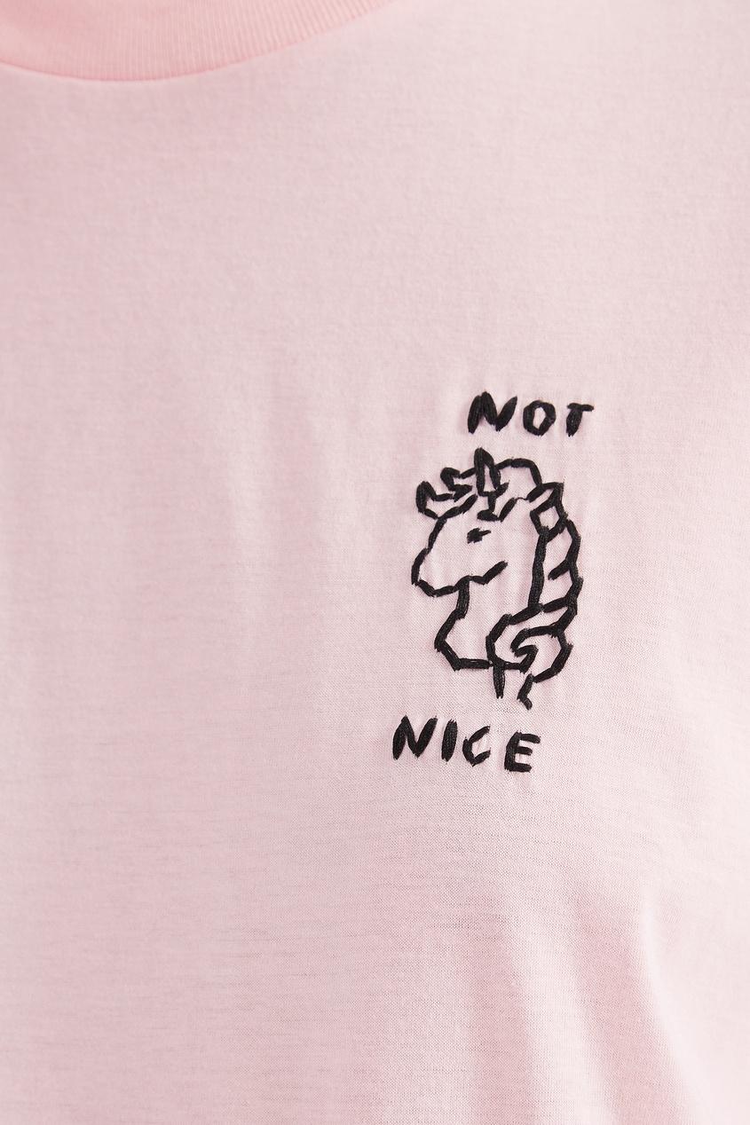 Фото 2 - Розовая футболка с черной вышивкой от Miu Miu розового цвета