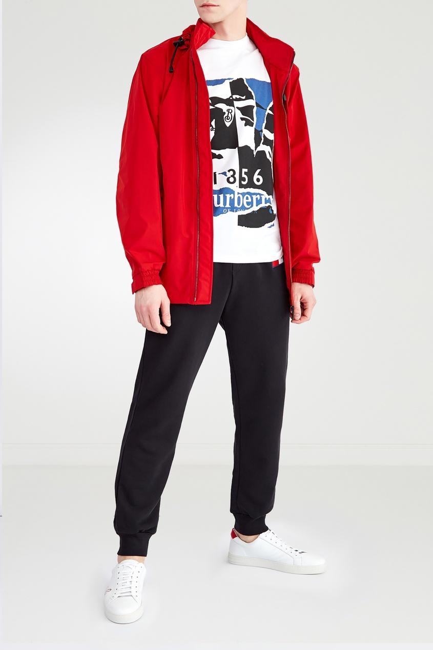 Красная куртка от Burberry