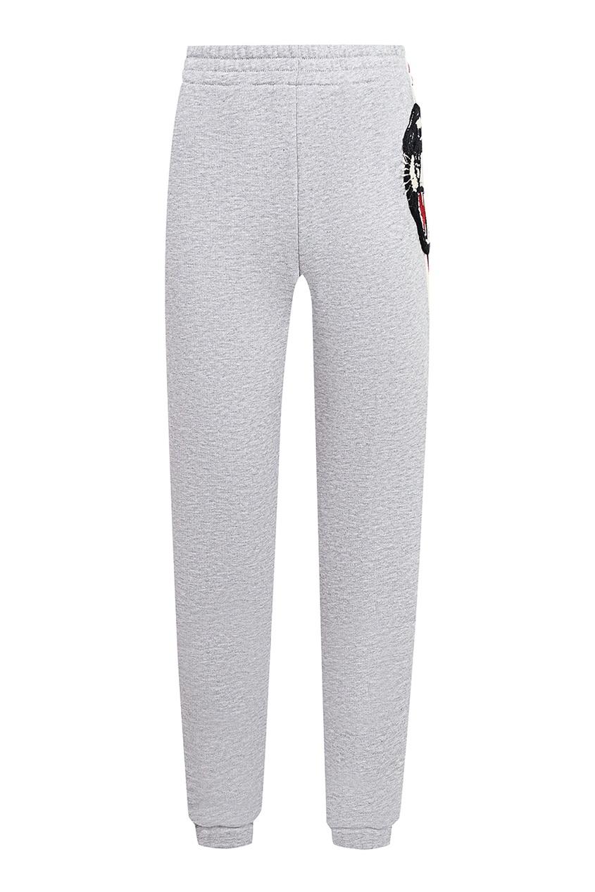 Купить Серые брюки с лампасами и нашивкой от Gucci Kids серого цвета