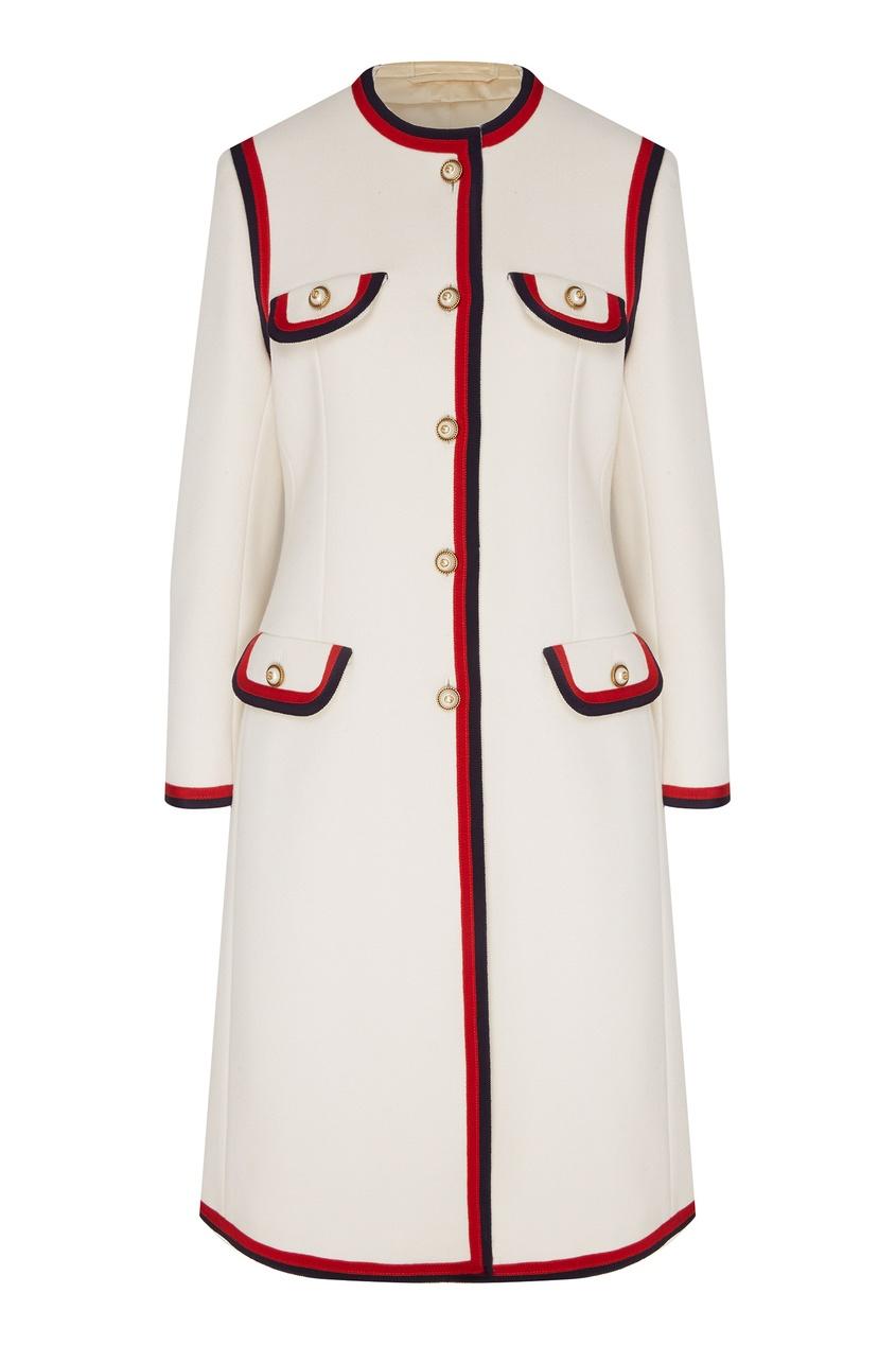 Белое пальто с контрастной отделкой