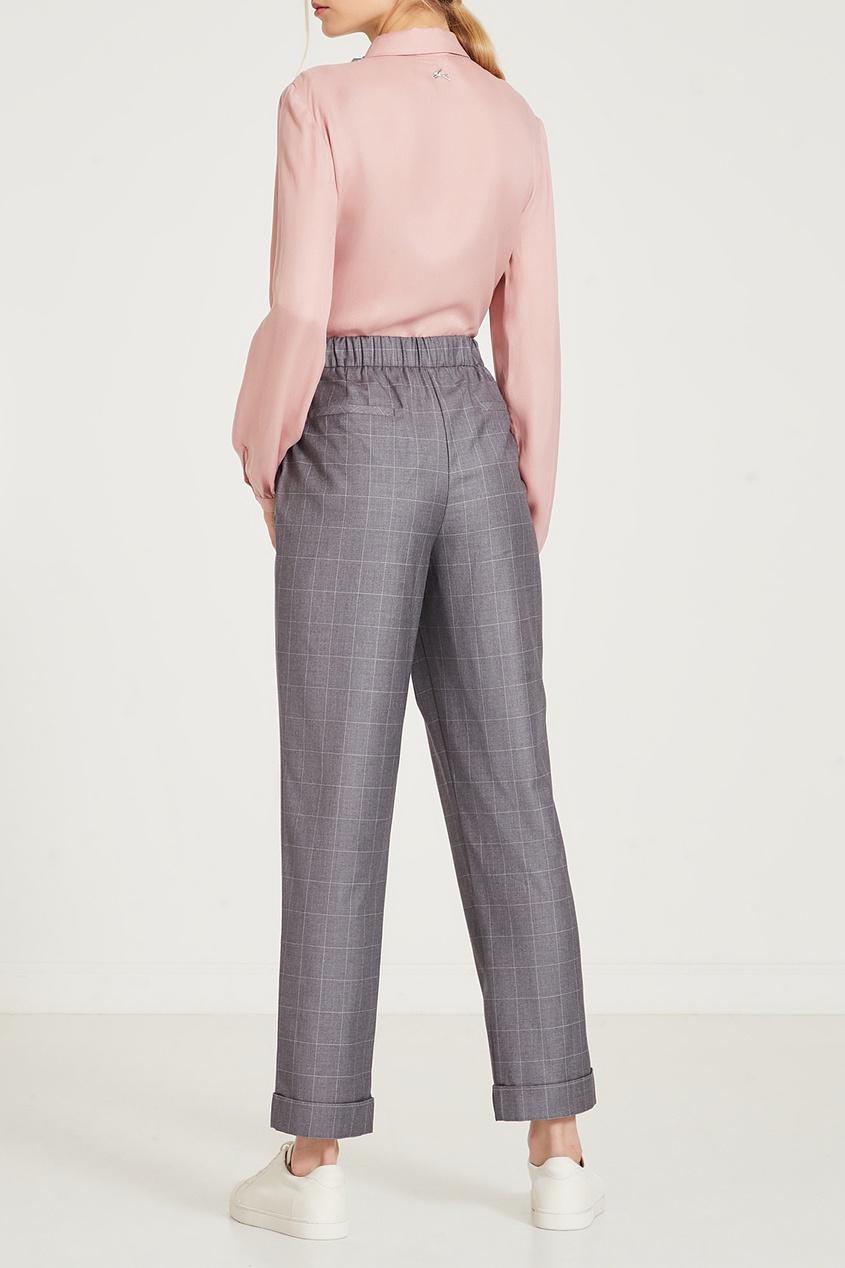Фото 2 - Серые брюки в клетку серого цвета