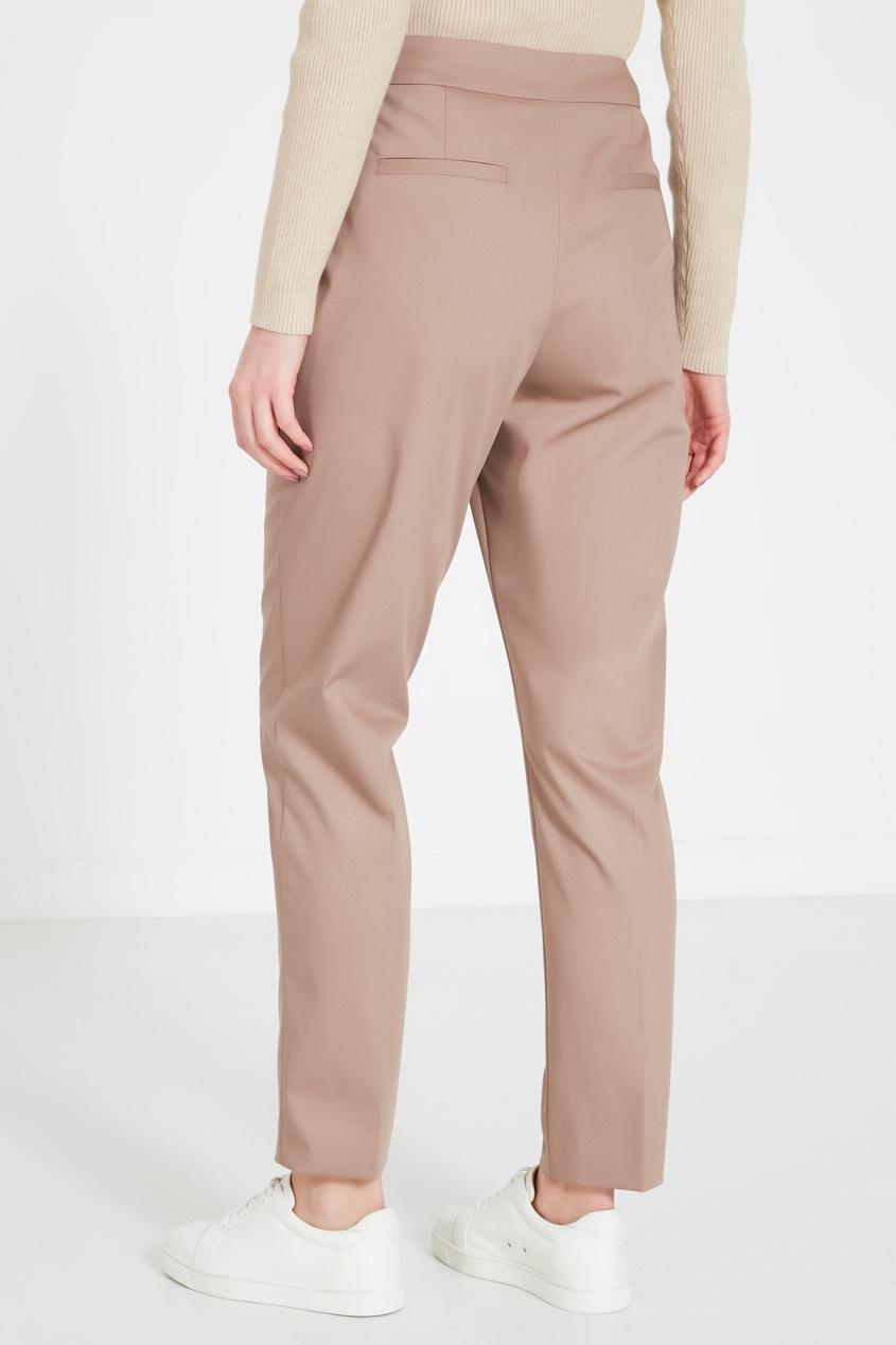 Фото 5 - Бежевые брюки бежевого цвета