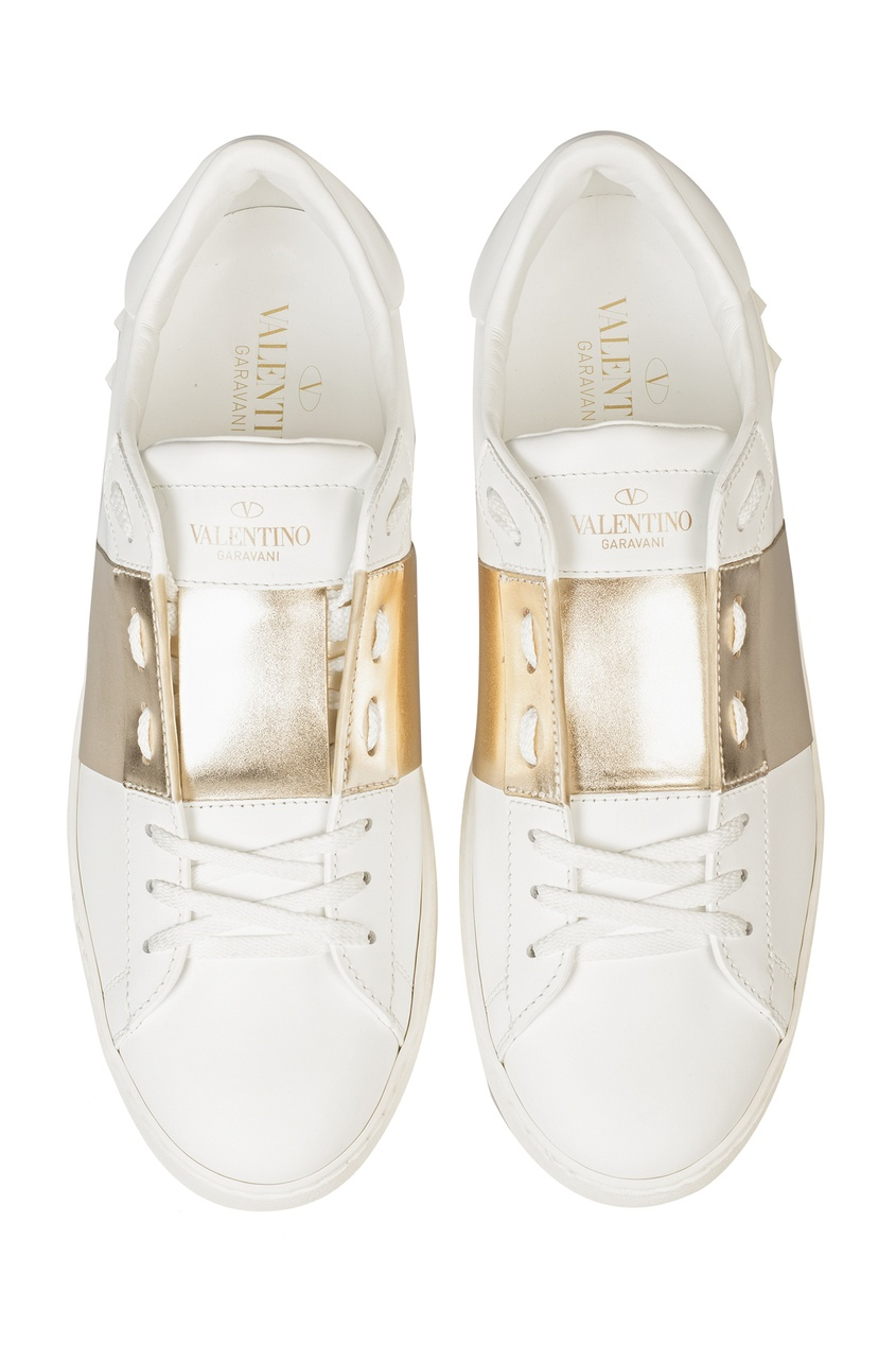 Фото 4 - Кеды Open с золотистой отделкой от Valentino белого цвета