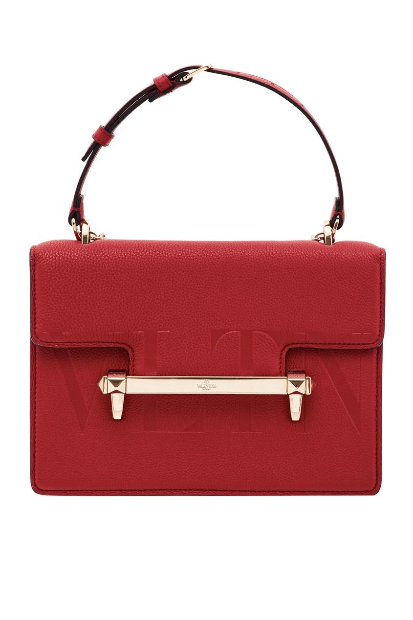 Фото - Красная сумка с отделкой от Valentino красного цвета