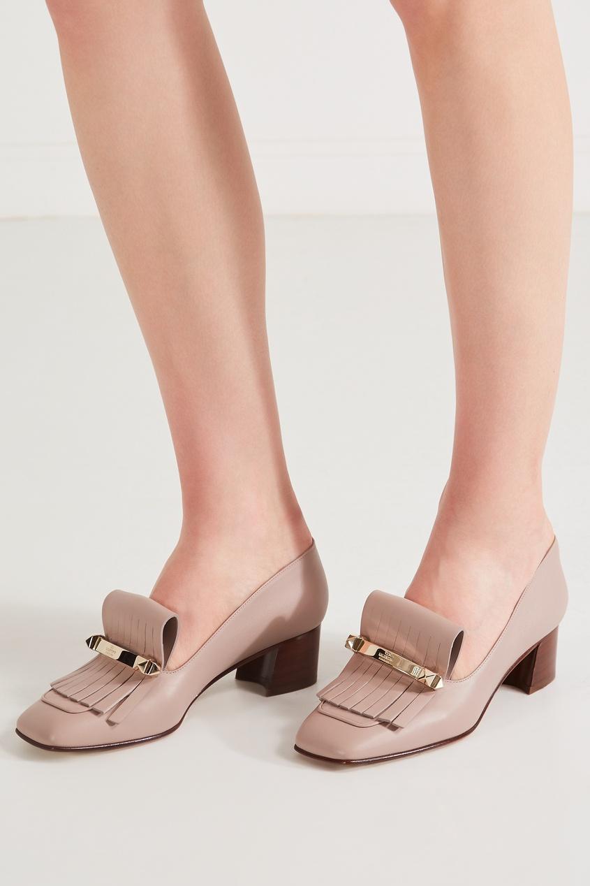 Фото 3 - Пудровые туфли с бахромой от Valentino бежевого цвета