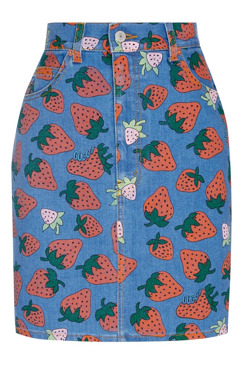 Купить Джинсовая мини-юбка с ягодным принтом от Gucci цвет multicolor