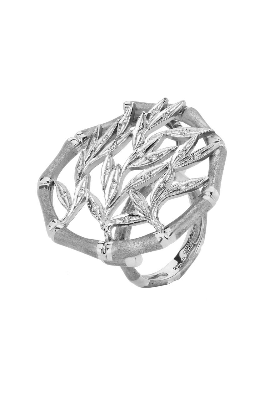 Купить Инкрустированное бриллиантами кольцо из белого золота от Кремлевские Мастера белого цвета