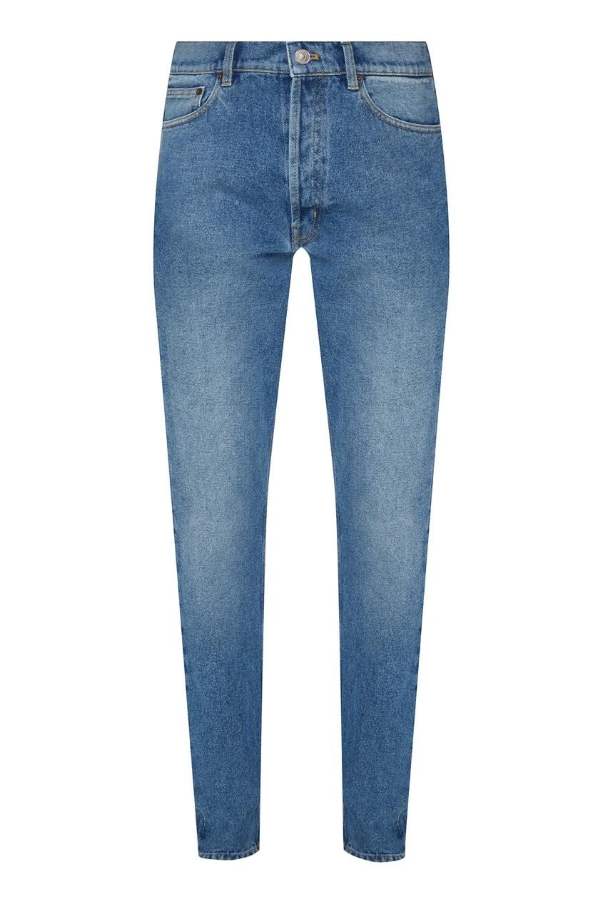 Купить со скидкой Голубые джинсы с потертостями