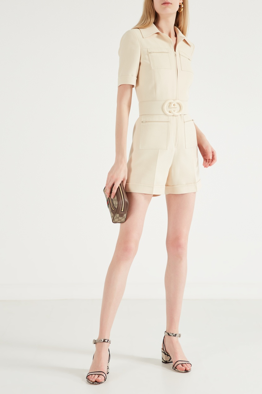 Фото 4 - Короткий комбинезон из шерсти и шелка от Gucci бежевого цвета